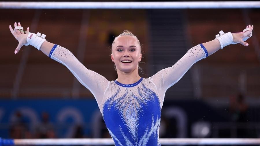 Angelina Melnikova em ação pela equipe russa na final da ginástica - REUTERS/Mike Blake