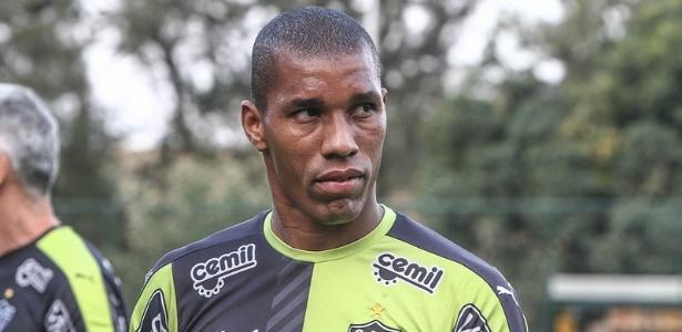 Emerson Conceição tem contrato com o Atlético-MG até março de 2016