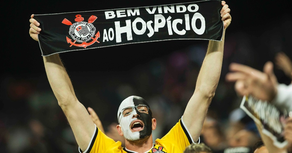 Torcida do Corinthians, na Arena Corinthians, apoia a equipe contra o Nacional-URU, na Libertadores