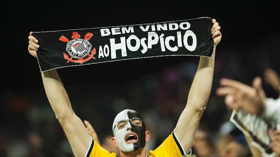 Torcida do Corinthians, na Arena Corinthians, apoia a equipe contra o Nacional-URU, na Libertadores - Eduardo Knapp/Folhapress.ESPORTES