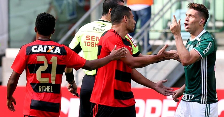 Moisés e Diego Souza discutem no duelo Palmeiras x Sport