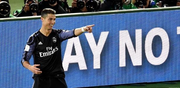 Benzema comemora o gol inaugural da partida