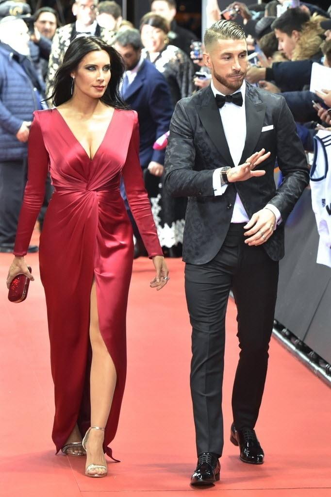 Mulher de Sergio Ramos, Pilar Rubio também chamou a atenção ao apostar em um vestido com uma grande fenda em 2016