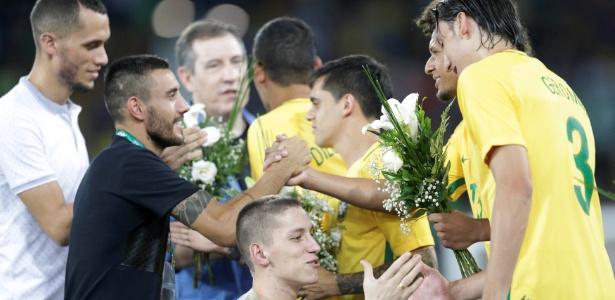 Neto (esq.) e Alan Ruschel (c) seguem em recuperação física no clube - REUTERS/Ueslei Marcelino