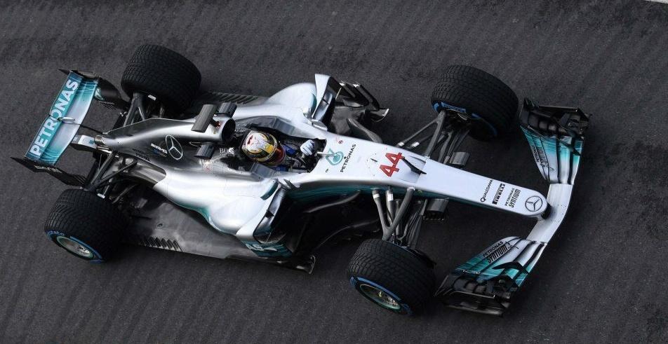 Lewis Hamilton vai para a pista em Silverstone com o novo Mercedes