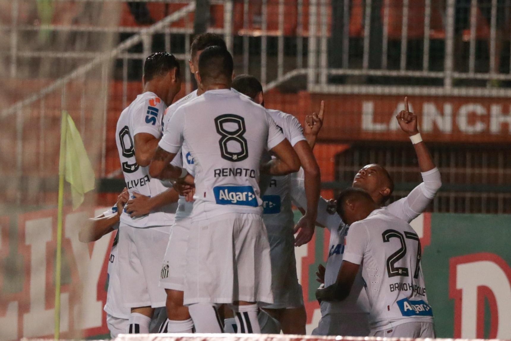Santos comemora gol de David Braz contra a Ponte Preta