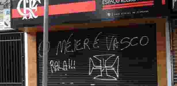 Pichação em loja do Flamengo - Divulgação - Divulgação