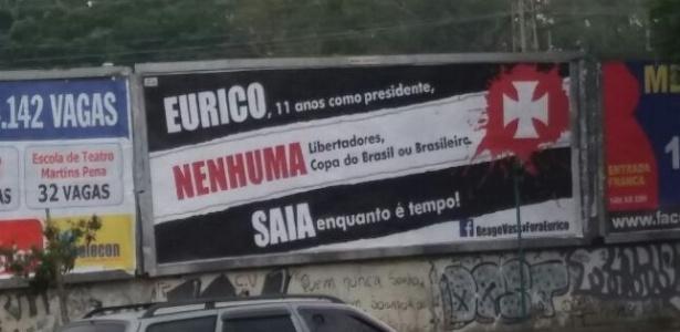 Cartaz em frente ao Maracanã pede a saída de Eurico Miranda do Vasco