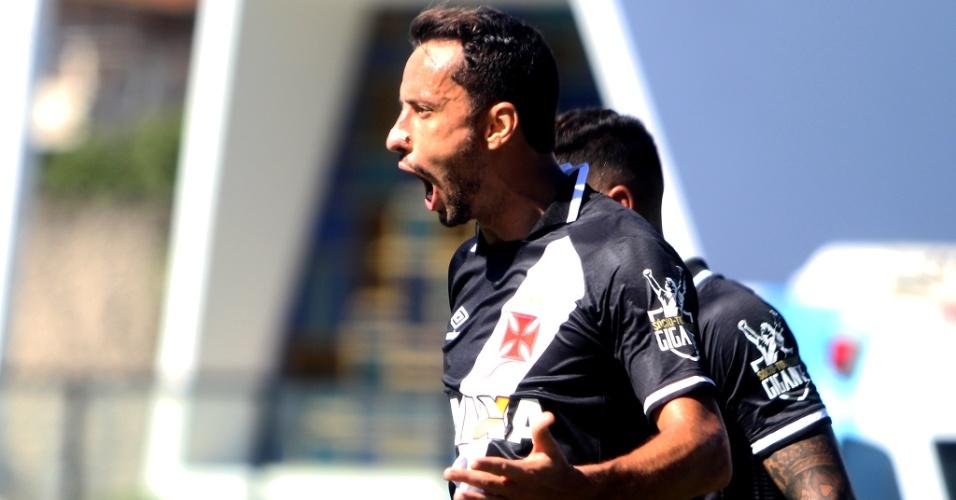 Nenê comemora gol para o Vasco contra o Atlético-GO