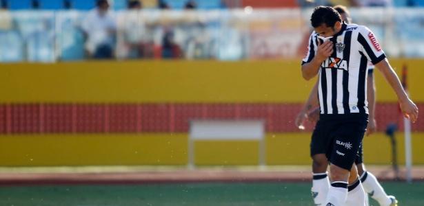 Artilheiro do time no ano, atacante será desfalque do Atlético no clássico contra o Fla