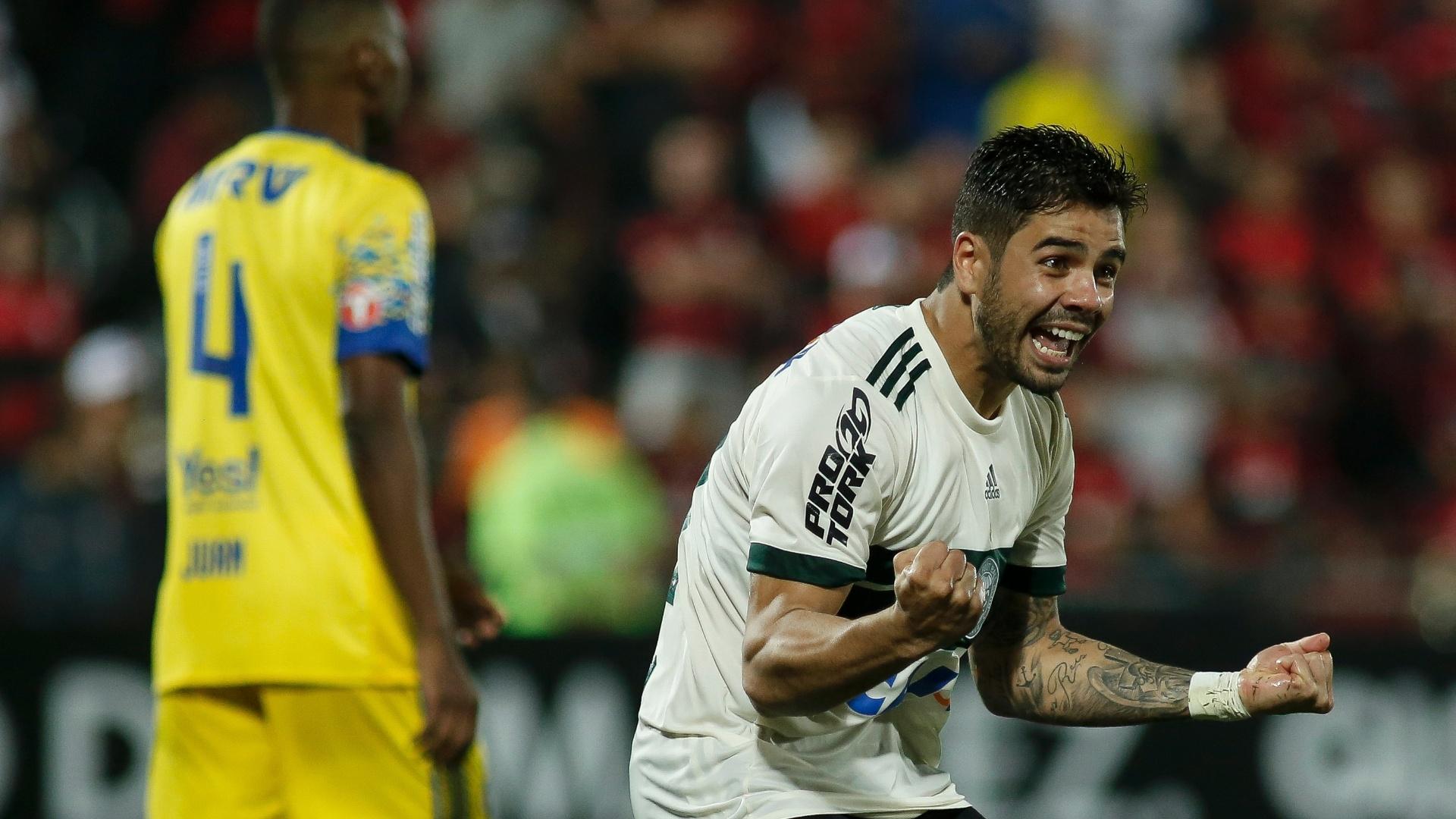 Henrique Almeida fez o gol de empate do Coritiba contra o Flamengo pelo Campeonato Brasileiro