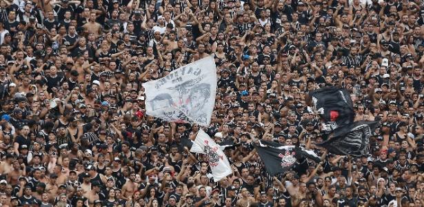 Torcida do Corinthians faz festa; clube fechou 2017 com déficit financeiro