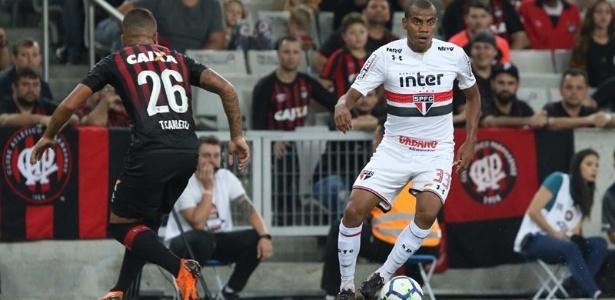 O lateral direito Régis fez a sua estreia com a camisa do São Paulo nesta quarta-feira
