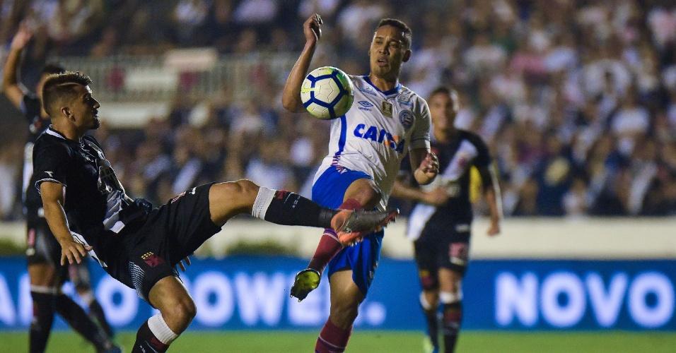Edigar Junio disputa bola durante Vasco x Bahia pela Copa do Brasil