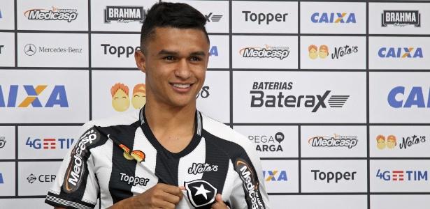 Erik é apresentado como novo reforço do Botafogo para a temporada 2018 - Vitor Silva/Botafogo