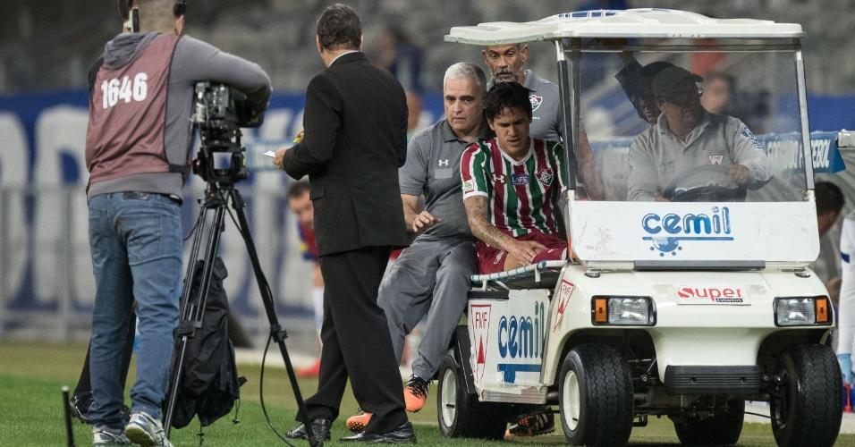 Pedro, do Fluminense, sente dores contra o Cruzeiro e sai de campo cabisbaixo