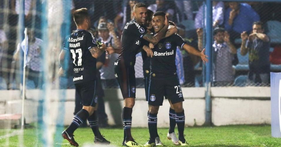 Alisson comemora gol marcado pelo Grêmio contra o Atletico Tucumán, na Libertadores