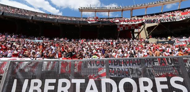 Torcida do River Plate no estádio Monumental antes de final adiada da Libertadores - REUTERS/Marcos Brindicci