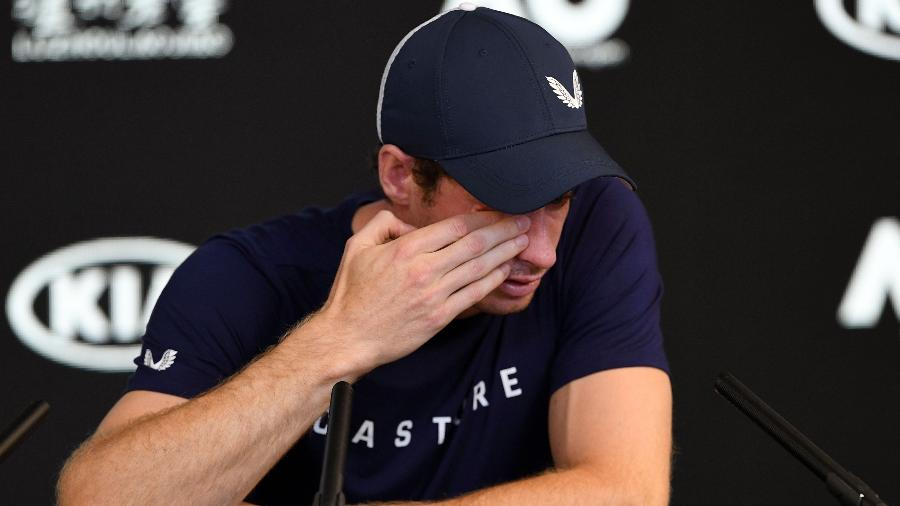 Andy Murray chora durante entrevista coletiva - William WEST / AFP