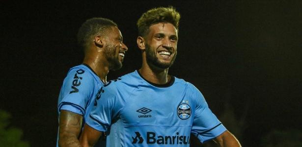 Time reserva do Grêmio marcou cinco gols e sofreu apenas um. Juninho (dir) é destaque - LUCAS UEBEL/GREMIO FBPA