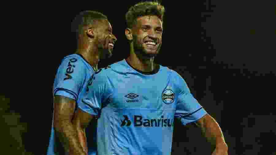 Corinthians pede percentual de Ramiro e negocia venda de Capixaba ao Grêmio 5d2d1c928941b