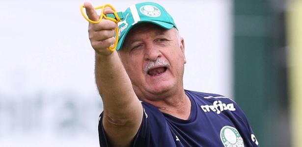 Felipão dá instruções aos jogadores do Palmeiras durante treino - Cesar Greco/Ag. Palmeiras/Divulgação