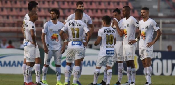 Jogadores do Santos se reúnem em campo após derrota por 5 a 1 para o Ituano - Ivan Storti/Santos FC