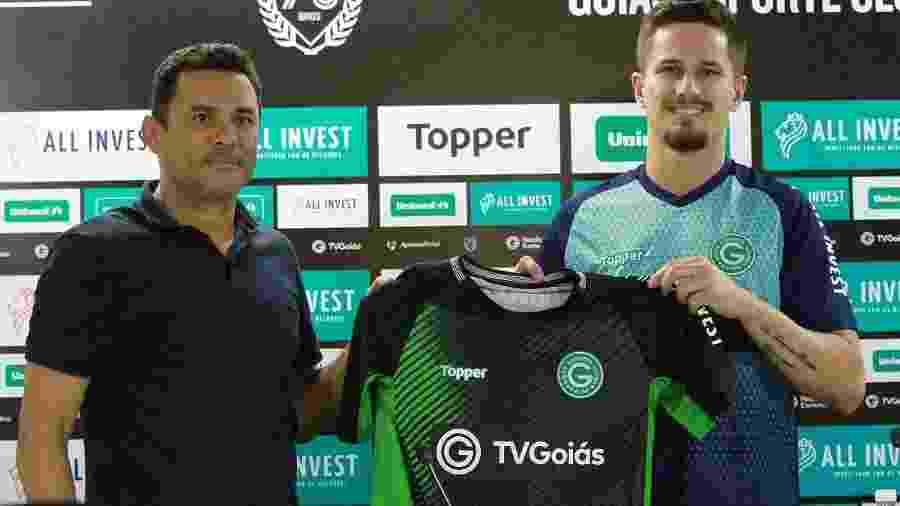 Goiás apresenta o goleiro Tadeu, ex-Ferroviária - @goiasoficial/Twitter