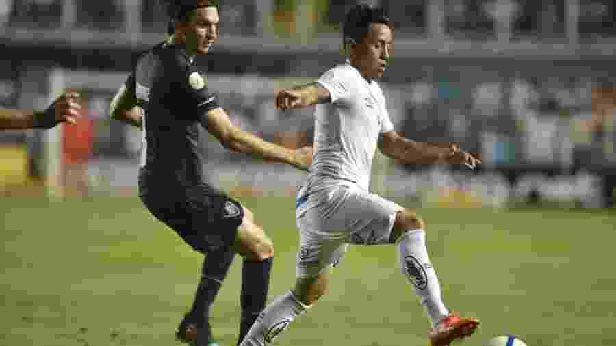 Cueva, em jogo entre Santos e Fluminense - Ivan Storti/Santos FC