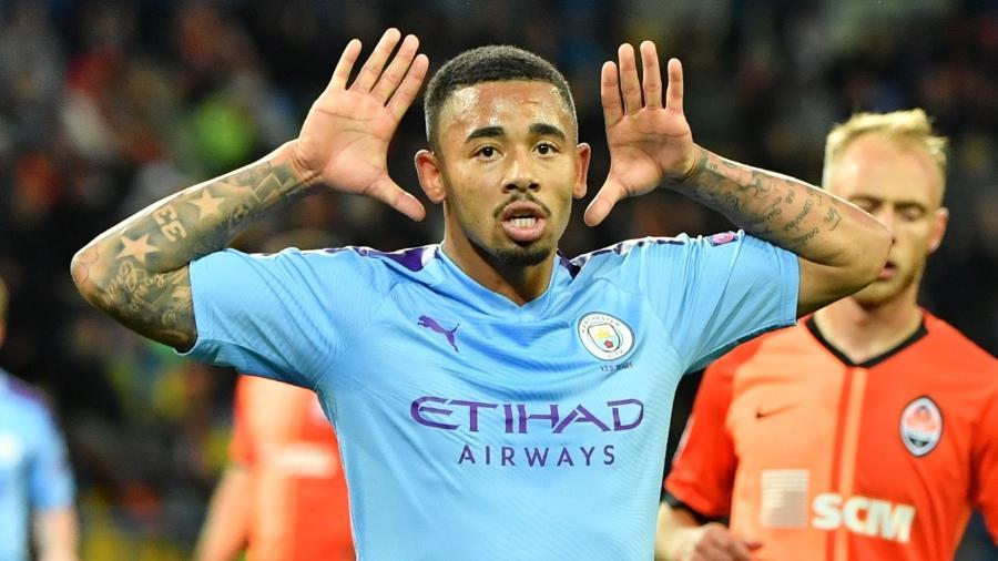 Gabriel Jesus comemora após marcar pelo Manchester City contra o Shakhtar Donetsk - Sergei SUPINSKY / AFP