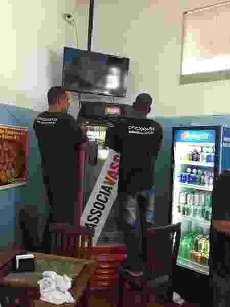 Open bar? Funcionários instalam geladeira da Brahma que será aberta caso Vasco atinja meta de sócios - UOL Esporte