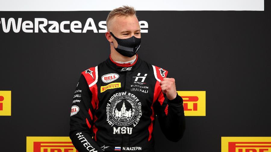 Nikita Mazepin comemora vitória na F2 em Silvesrtone - Joe Portlock/Formula 1 via Getty Images