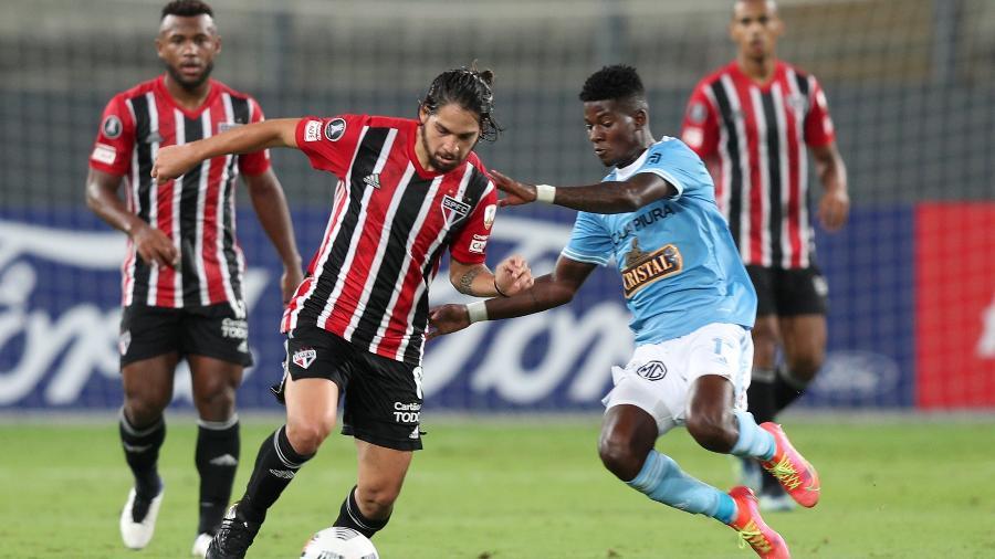 Benítez em ação durante a partida entre Sporting Cristal e São Paulo, pela Libertadores - Getty Images