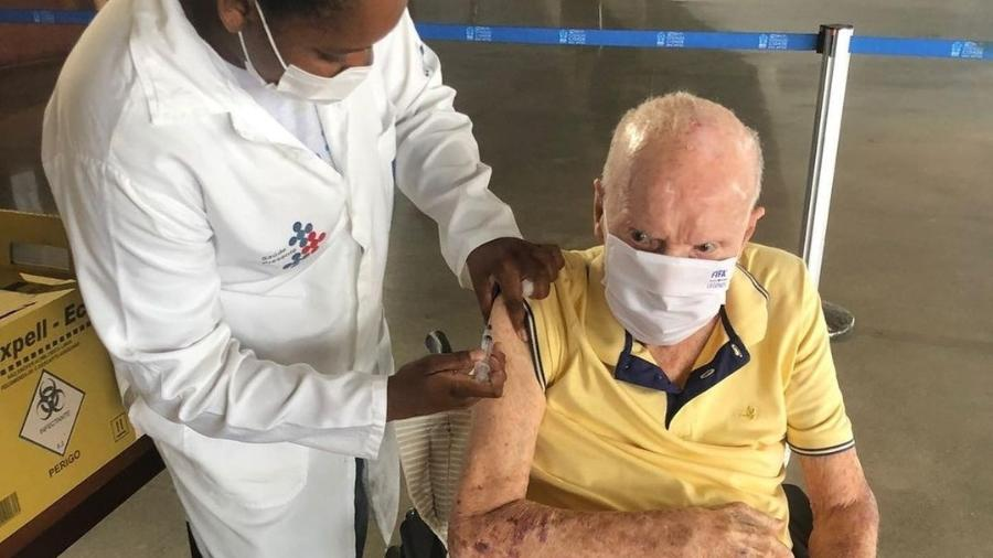 Zagallo recebeu a terceira dose da vacina contra a covid-19 - Reprodução/Instagram