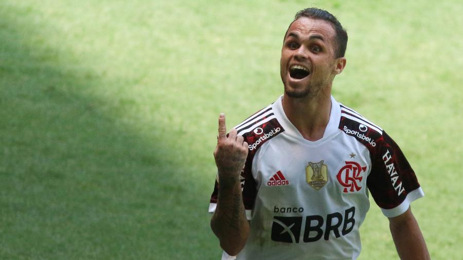 Michael, jogador do Flamengo, comemora seu gol durante partida contra o América-MG  - Fernando Moreno/AGIF