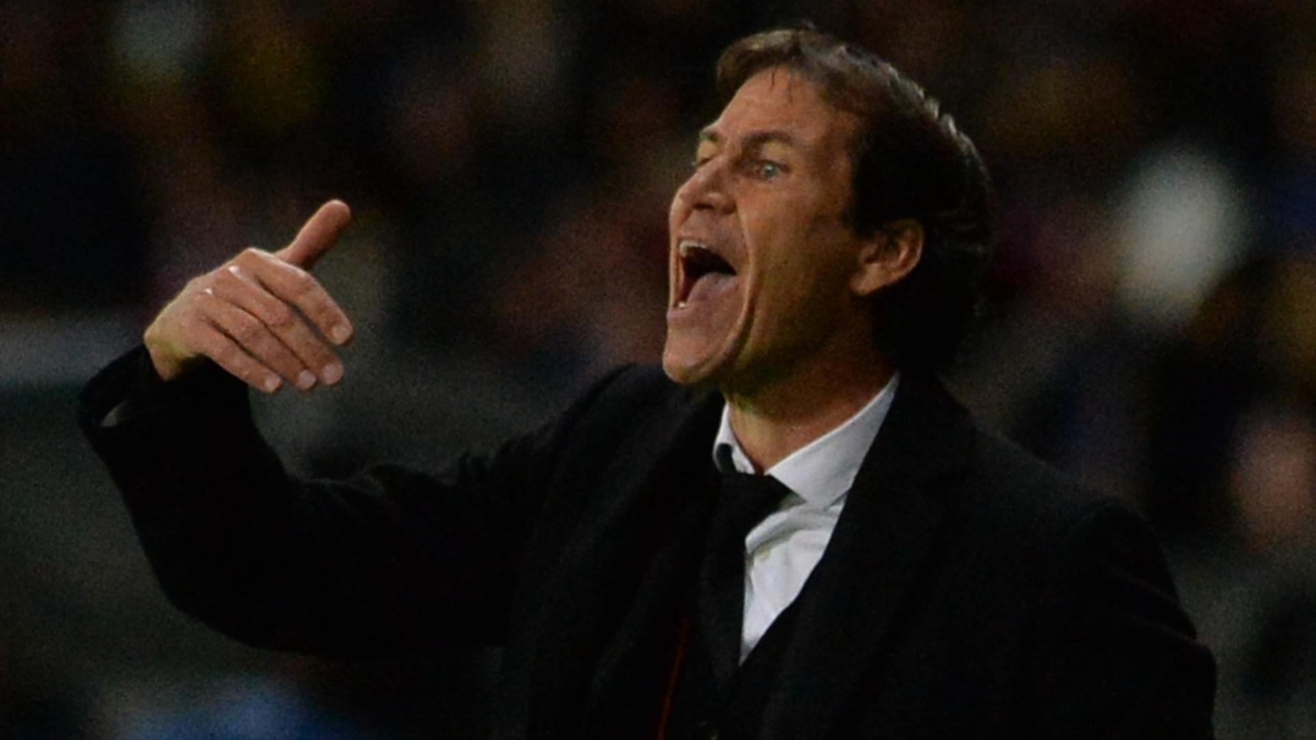 Rudi Garcia orienta a equipe da Roma durante a derrota por 3 a 2 para o BATE Borisov