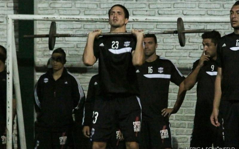 Deportivo Riestra (ARG) treina na madrugada