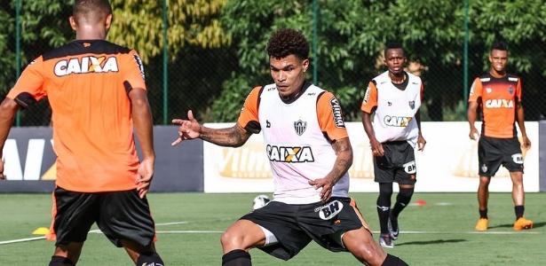 Júnior Urso vai ser titular do Atlético-MG após apenas dois treinos com os novos companheiros