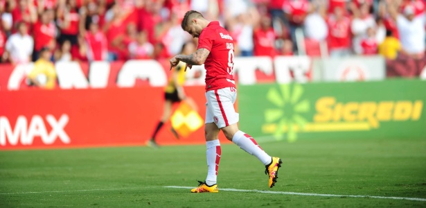 Eduardo Sasha comemora gol do Inter contra o São Paulo-RS, no Beira-Rio