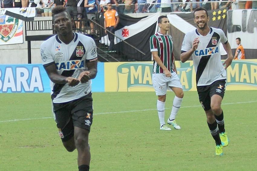 Riascos e Nenê comemoram gol do Vasco