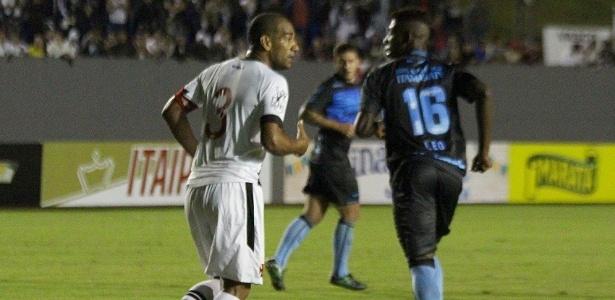 Rodrigo foi o autor do gol do Vasco em que o goleiro do Londrina se atrapalhou