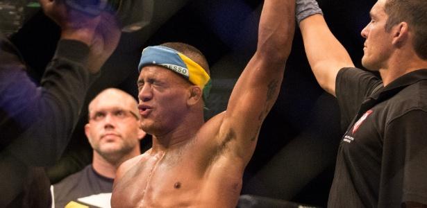 """Gilbert """"Durinho"""" enfrentará Paul Felder no UFC 208 - Rigel Salazar/Ag Fight"""