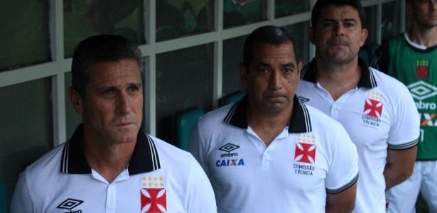 Jorginho e Zinho durante jogo do Vasco; técnico foi chamado de 'burro' no último jogo em casa