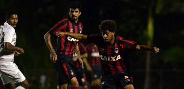 Renan Lodi, do time sub-23, foi o titular da lateral esquerda do Atlético-PR