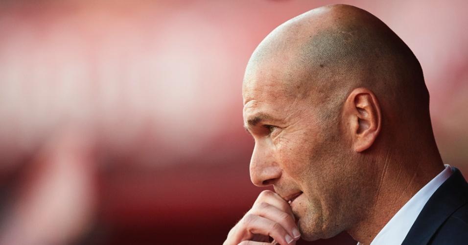 Zidane acompanha partida disputada pelo Real Madrid