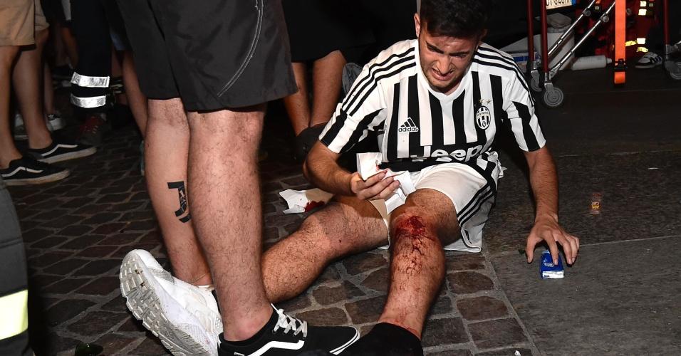 Correria e empurra-empurra deixaram feridos leves na praça