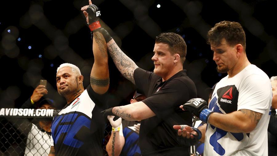 """Mark Hunt criticou duramente o UFC por transferir a luta após nova polêmica de Jon Jones - Jason O""""Brien/Reuters"""