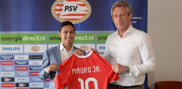 Mauro Júnior foi apresentado no PSV com a camisa 10