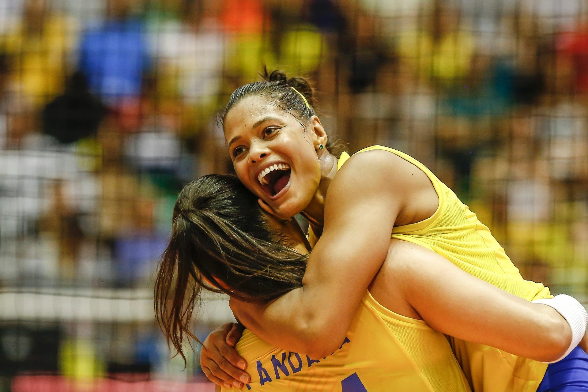7ac72bad8e Brasileiras celebram ponto durante partida contra os EUA