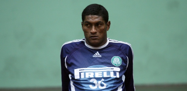 Max chegou a seu 1º clube em 2002, aos 19 anos; cinco anos depois, estava no Palmeiras